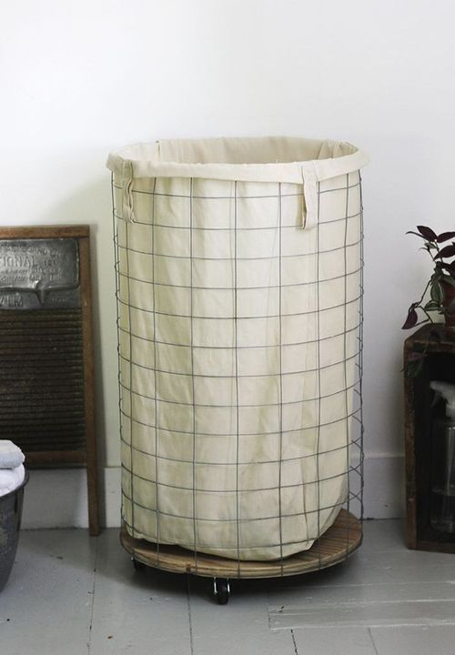 DIY Farmhouse Wire Laundry Hamper via themerrythought