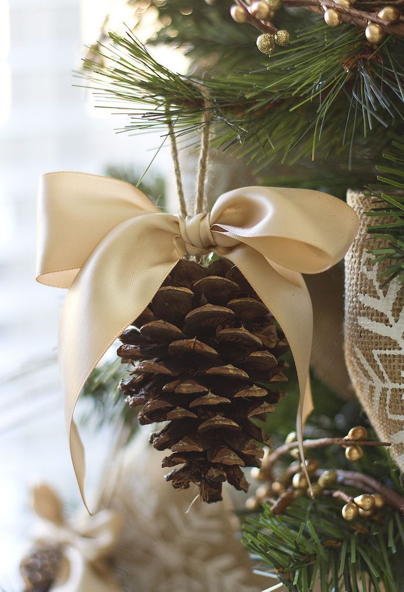 DIY Pinecone Bow Ornaments via makeit-loveit