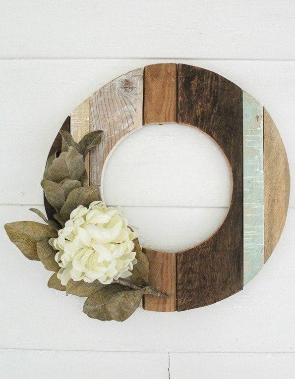 DIY Rustic Fall Wreath via lovelyetc