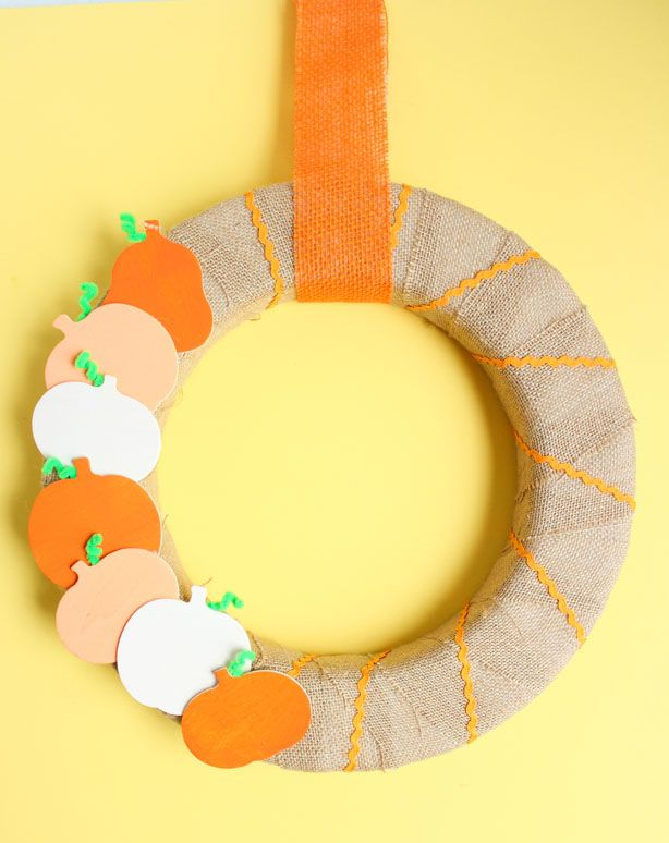 DIY Simple pumpkin wreath via designimprovised