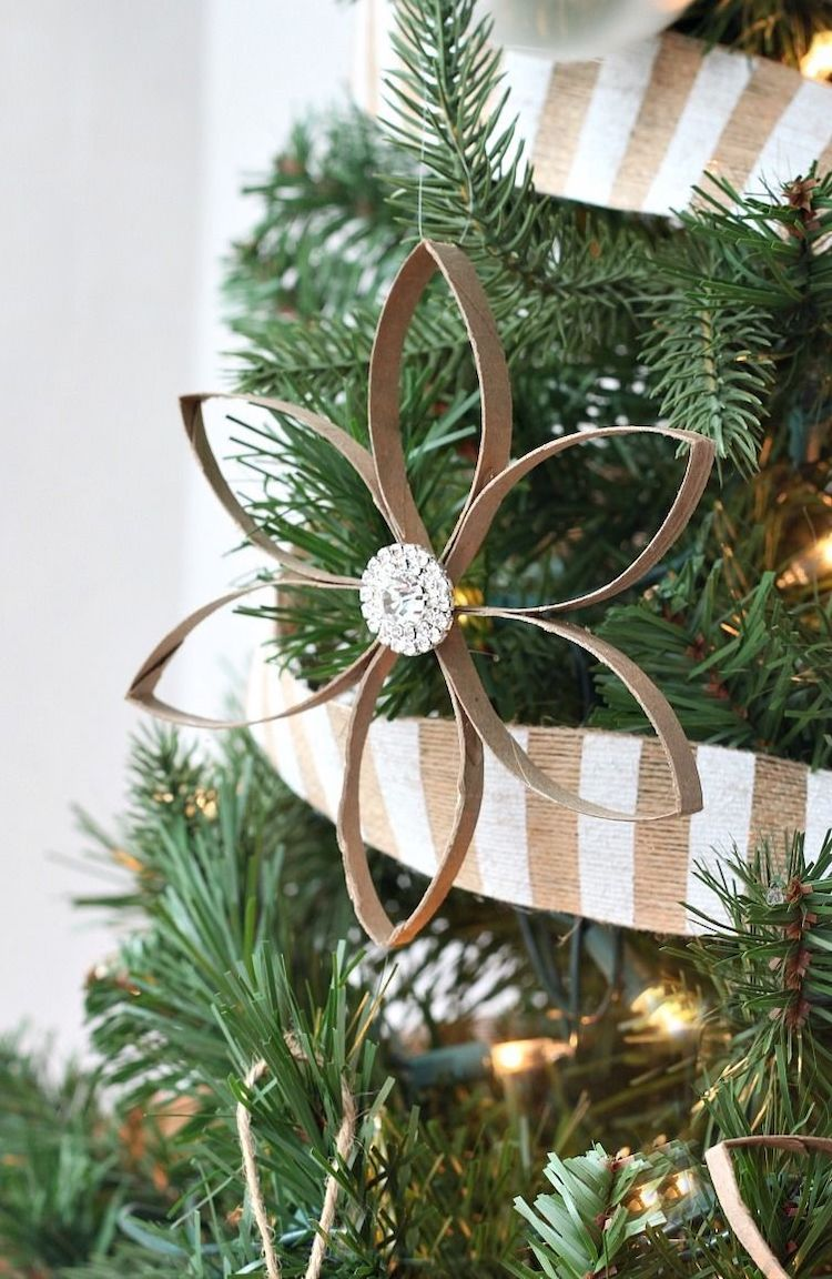 DIY toilet paper roll star ornament via loveoffamilyandhome