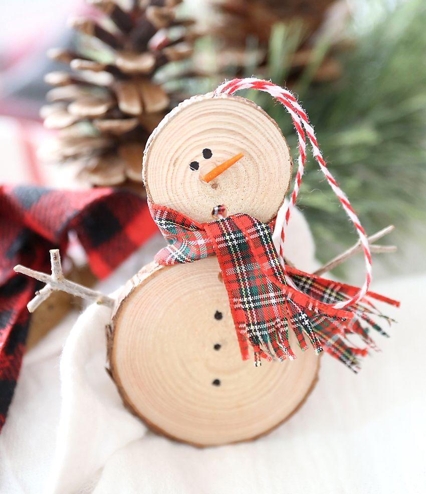 DIY woodslice Christmas ornament via itsalwaysautumn
