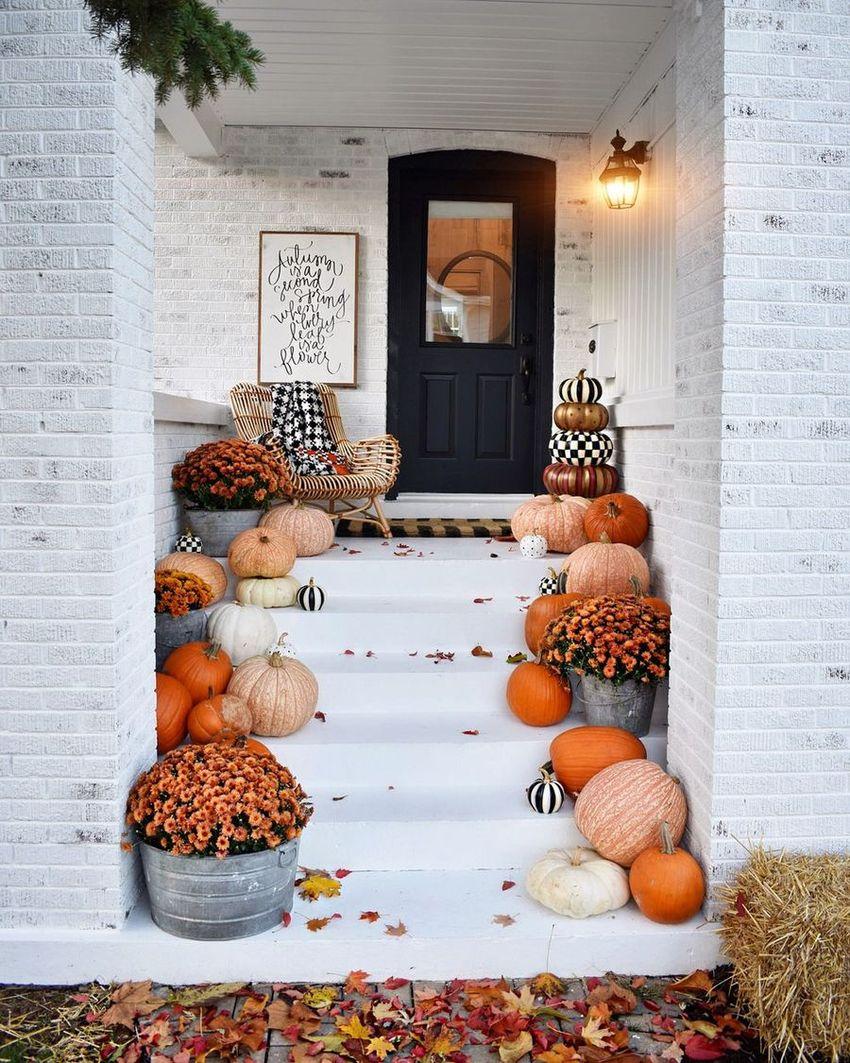 Fall Front Porch Decor via @kindredvintage