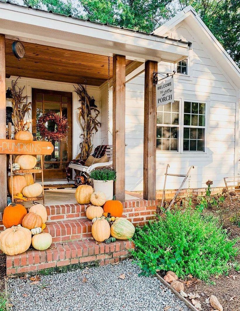 Fall Pumpkin Porch Decor via @2561farmhouse