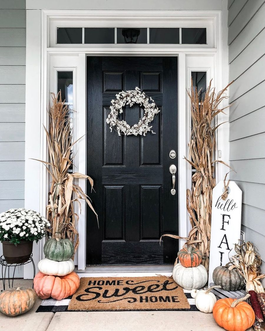 Fall front porch with corn stalks via thedaintydarling