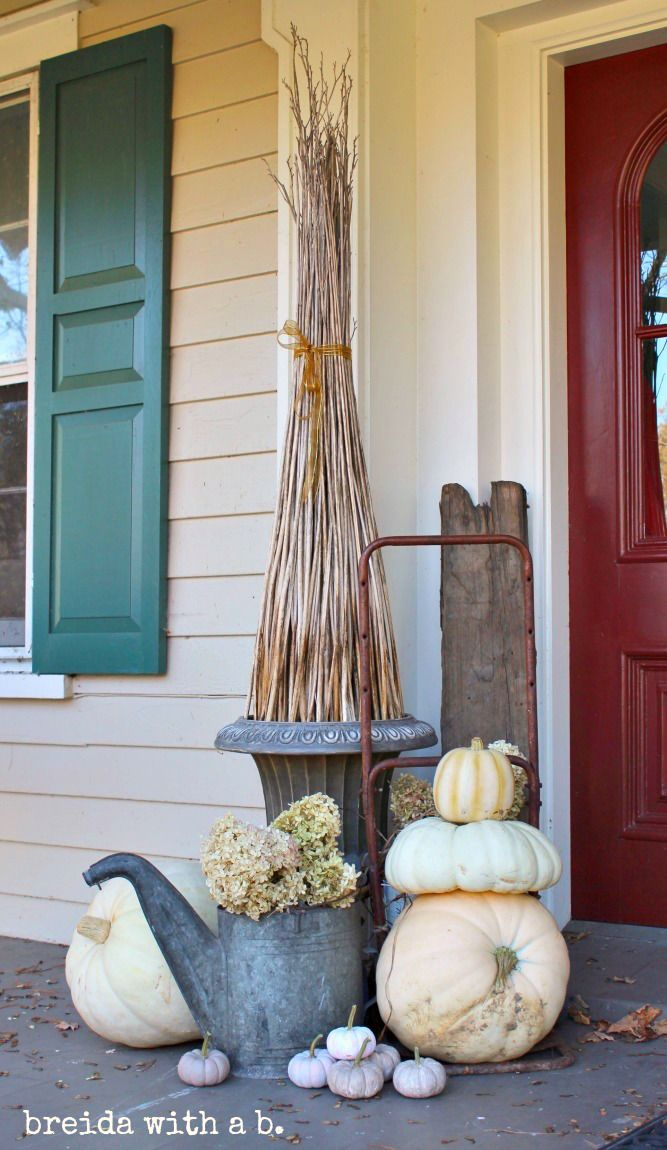 Fall front porch with watering can via breidawithab