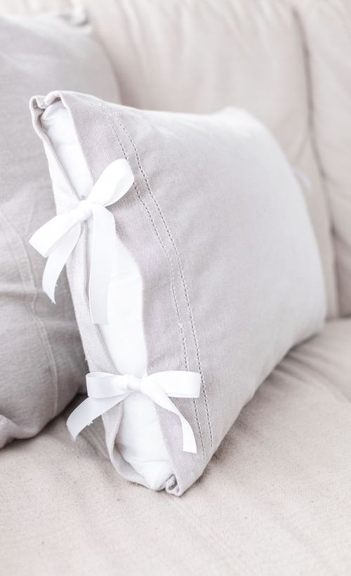 Farmhouse DIY Throw Pillows via temperancerose