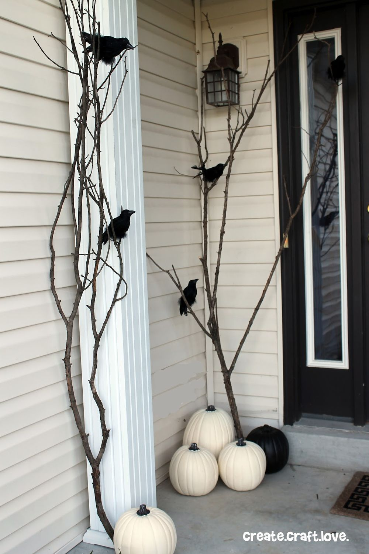 Halloween front porch decor via createcraftlove
