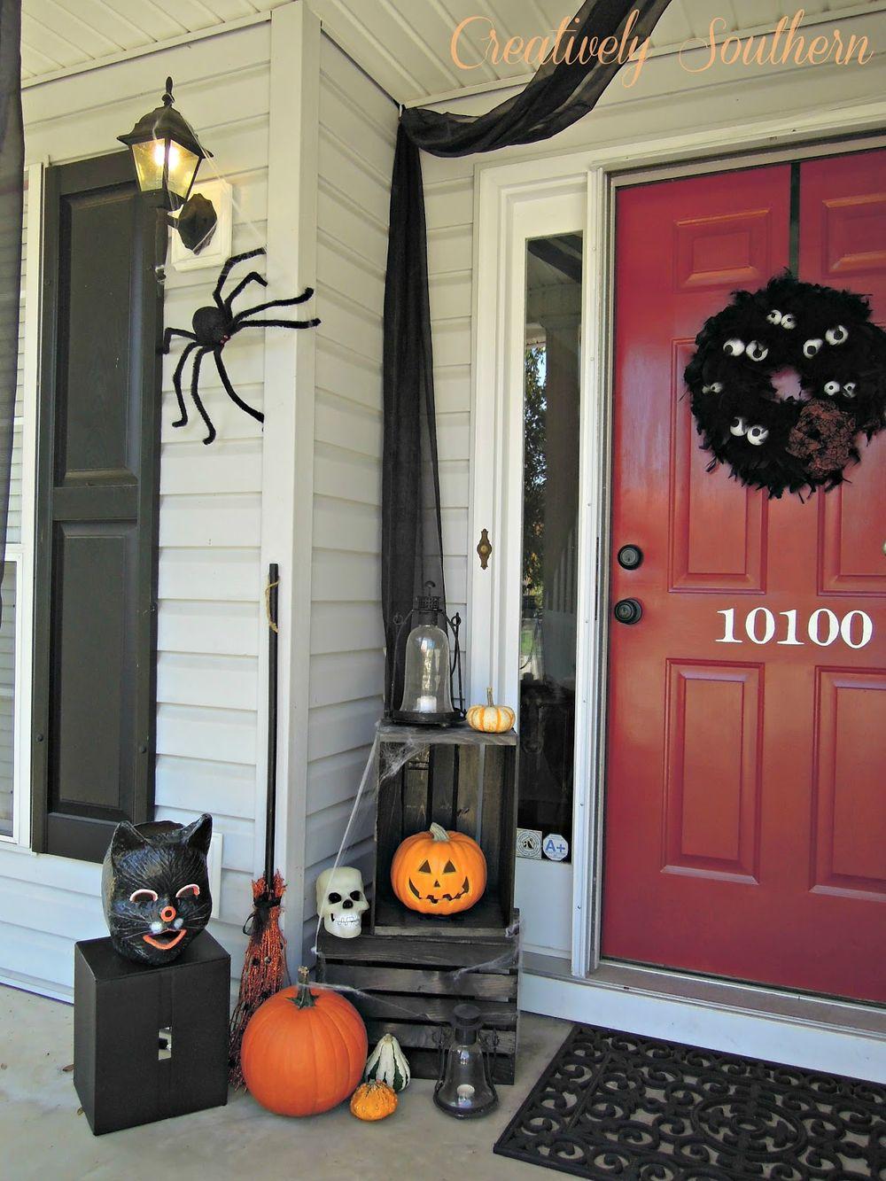Halloween front porch decor via creativelysouthern