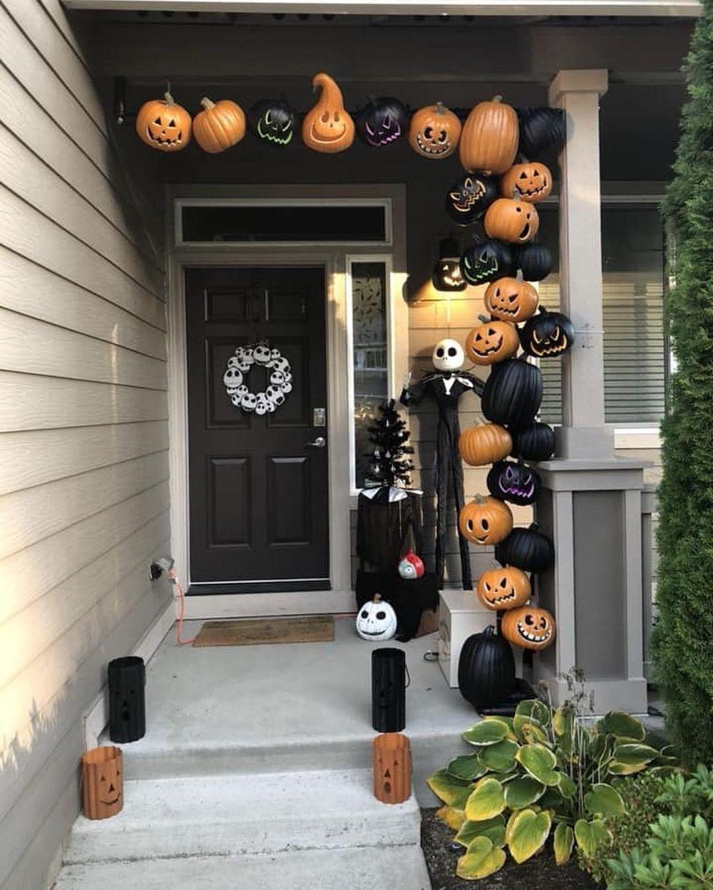 Halloween front porch via @disneyaddictslivehere