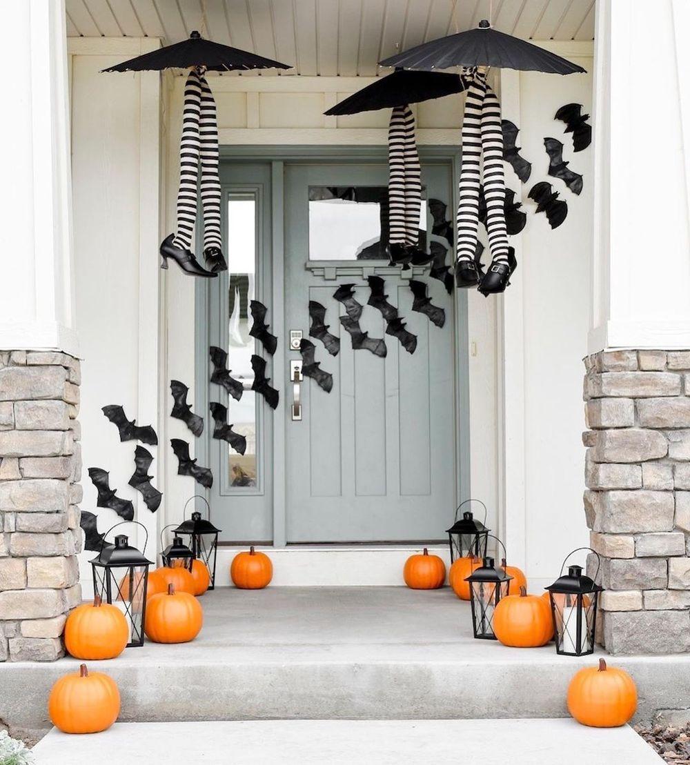 Halloween front porch with bats on front door via @karaspartyideas