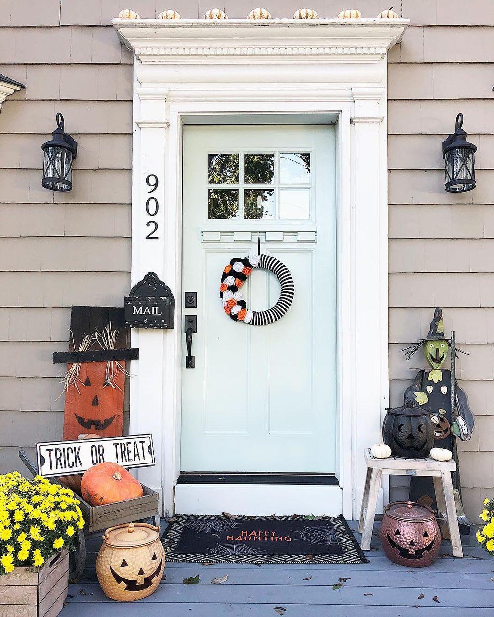 Halloween front porch via @the_seasoned_home