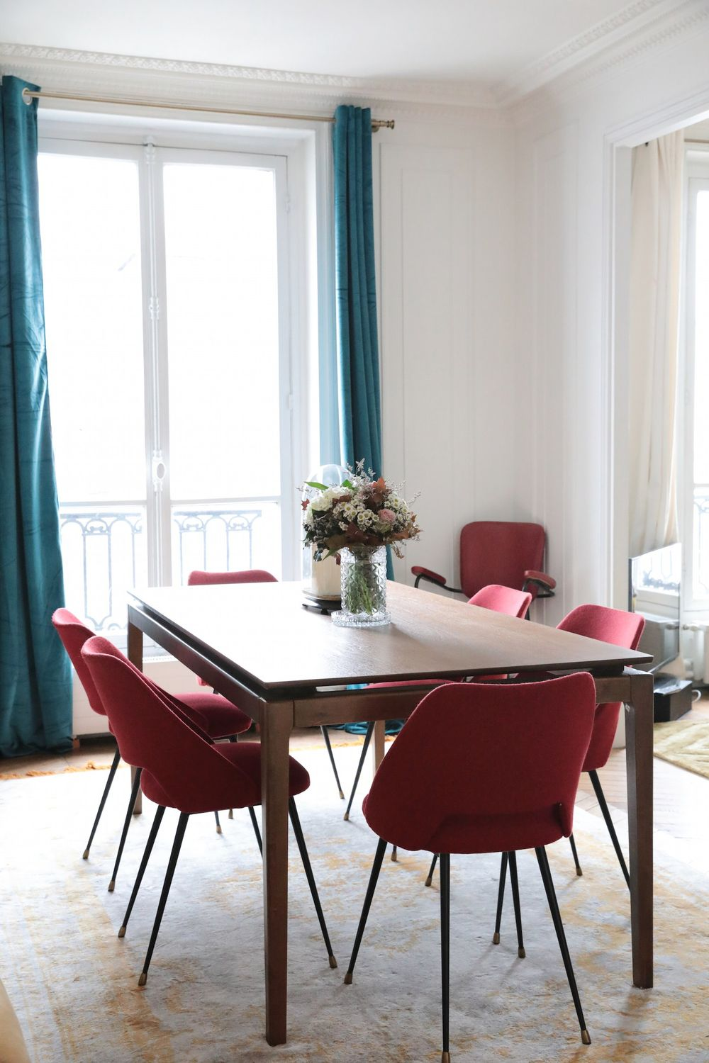 Parisian dining room with Turquoise curtains and pink chairs via Hello-hello Camille Omerin
