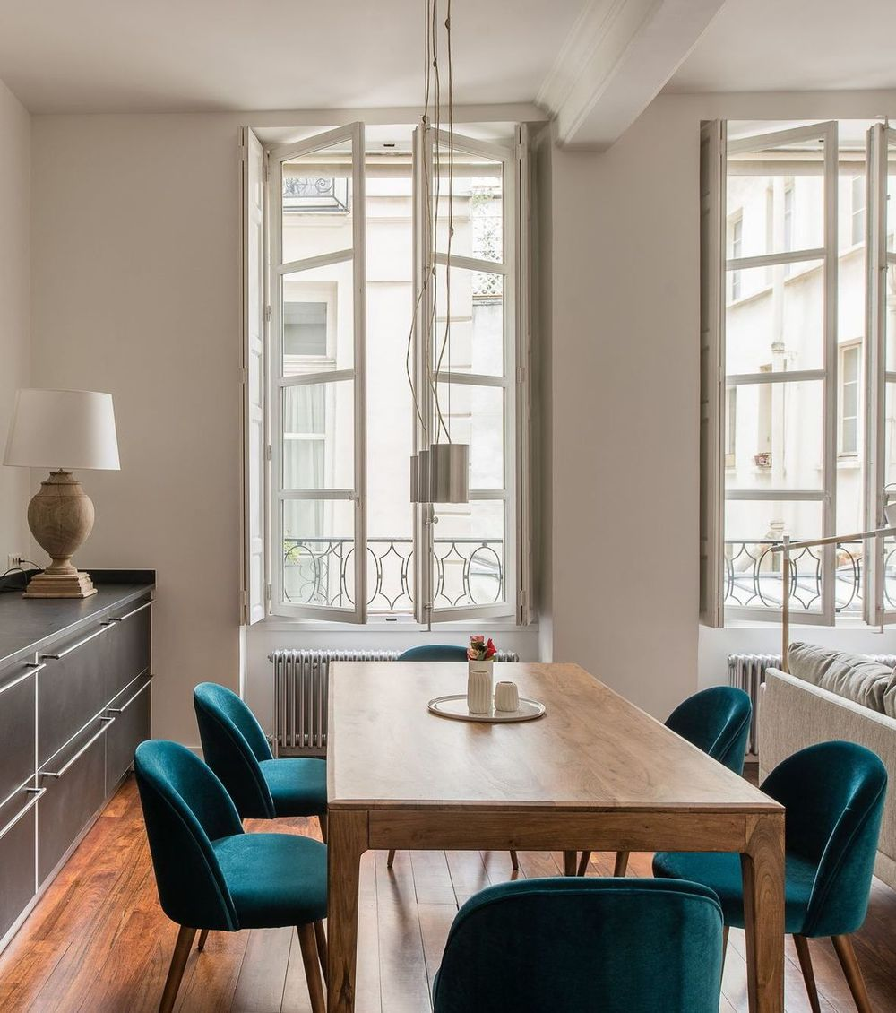 Parisian dining room with turquoise velvet dining chairs via CoteMaison