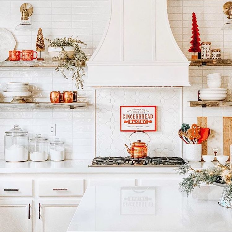 Christmas Kitchen Decorations via @home.sweet.homebody
