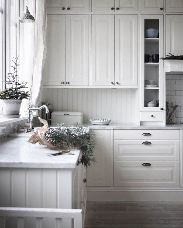 Country Scandi Christmas Kitchen Decor via Caroline Bodehed