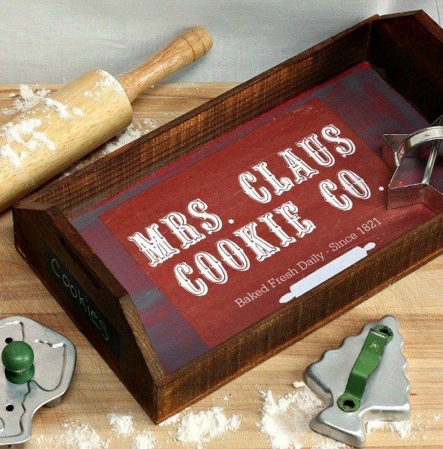 DIY Farmhouse Mrs Clause Cookie Tray via pinkfortitude