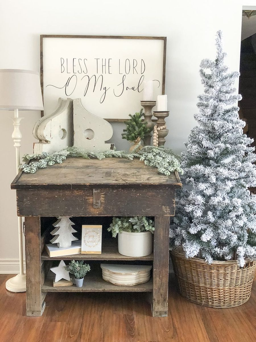 Farmhouse Christmas Decorations via @graceinmyspace