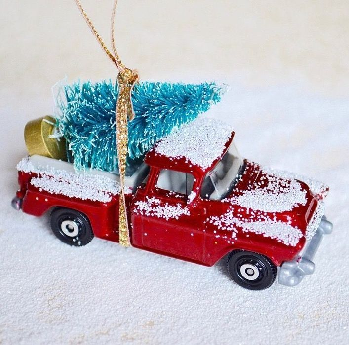 Farmhouse Red Truck DIY Ornament via thethingsshemakes