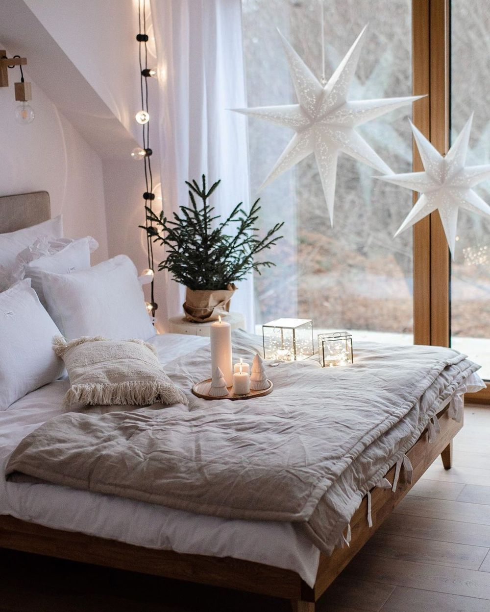 12 Scandinavian Christmas Bedroom Decor Ideas