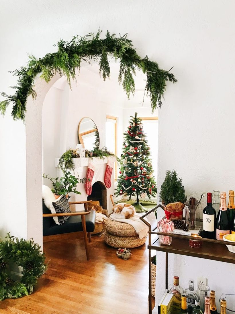 Mid-century Modern Doorway Arch Christmas Decor via newdarlings