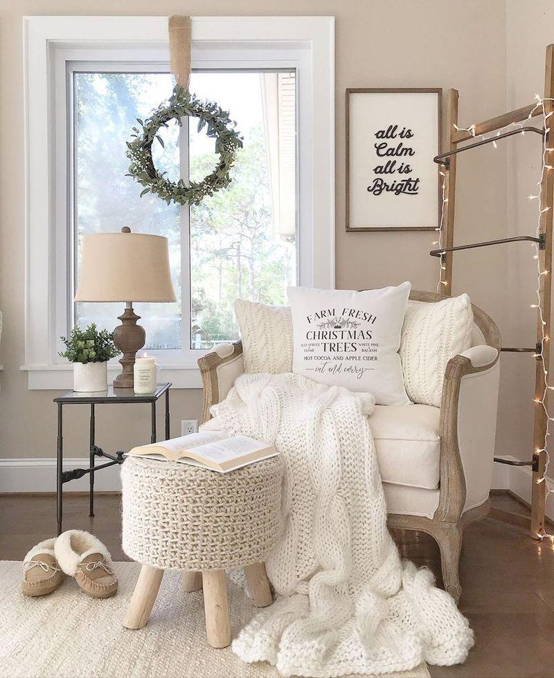 Neutral Christmas Reading Nook Decor via @caligirlinasouthernworld