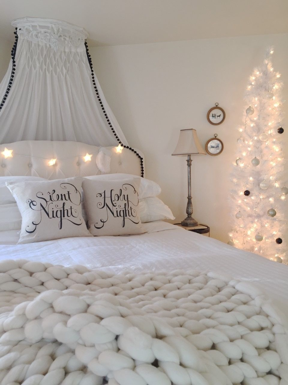 10 Neutral Christmas Decor Ideas & Inspiration