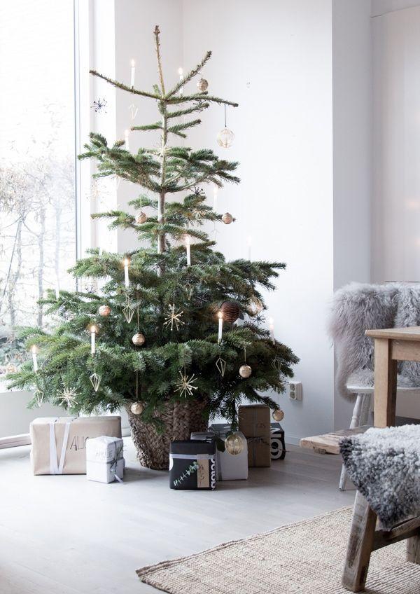 Nordic Christmas Dining Decor via My Scandinavian Home