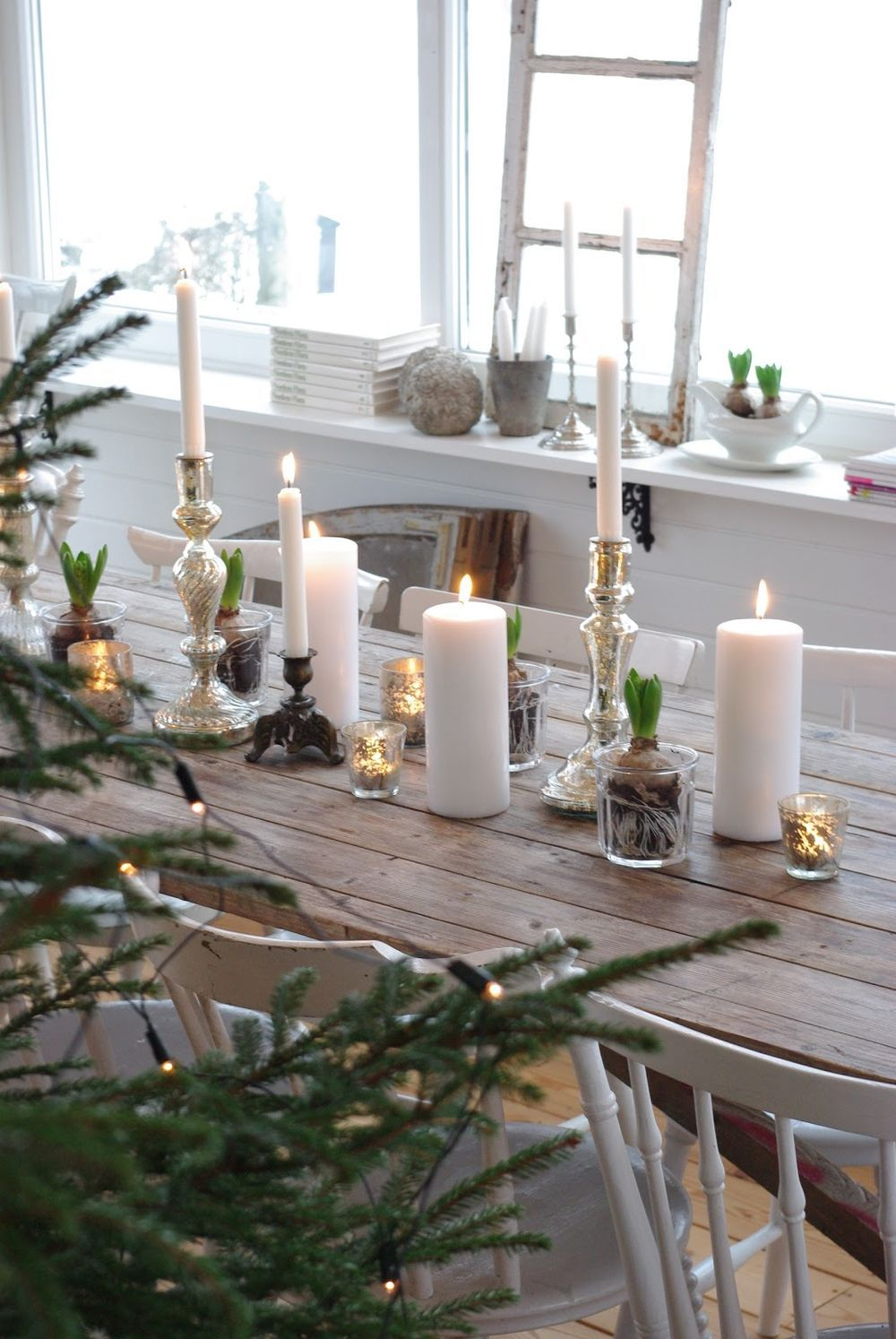 Nordic Christmas Table Setting with Wood Dining Table via frokeniknopp