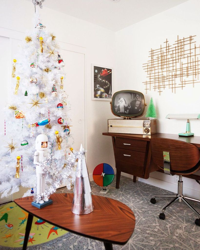 Retro Space Age Christmas Decor via melo-drama