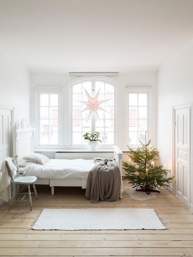 Scandi Christmas Bedroom Decor via Carina Olander