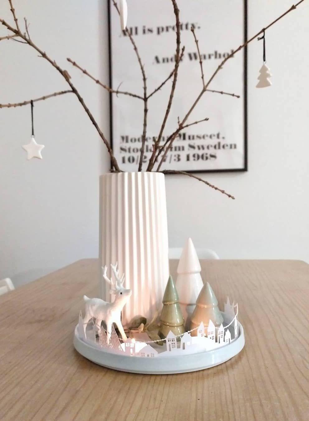 Scandi Christmas Centerpiece Decor via @peli_pecas