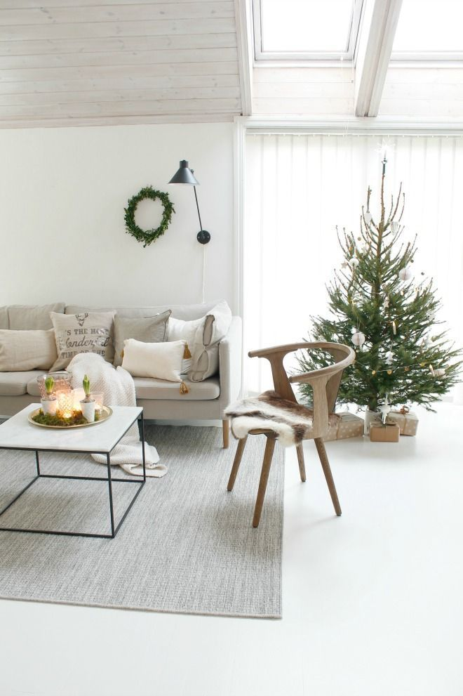 Scandi Christmas Living Room Decor via annelinsoroy