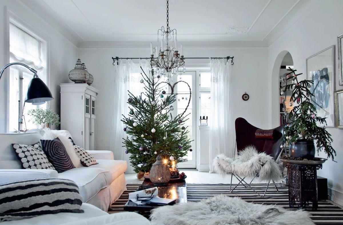 Scandi Christmas Living Room with White Sofa Decor via femina