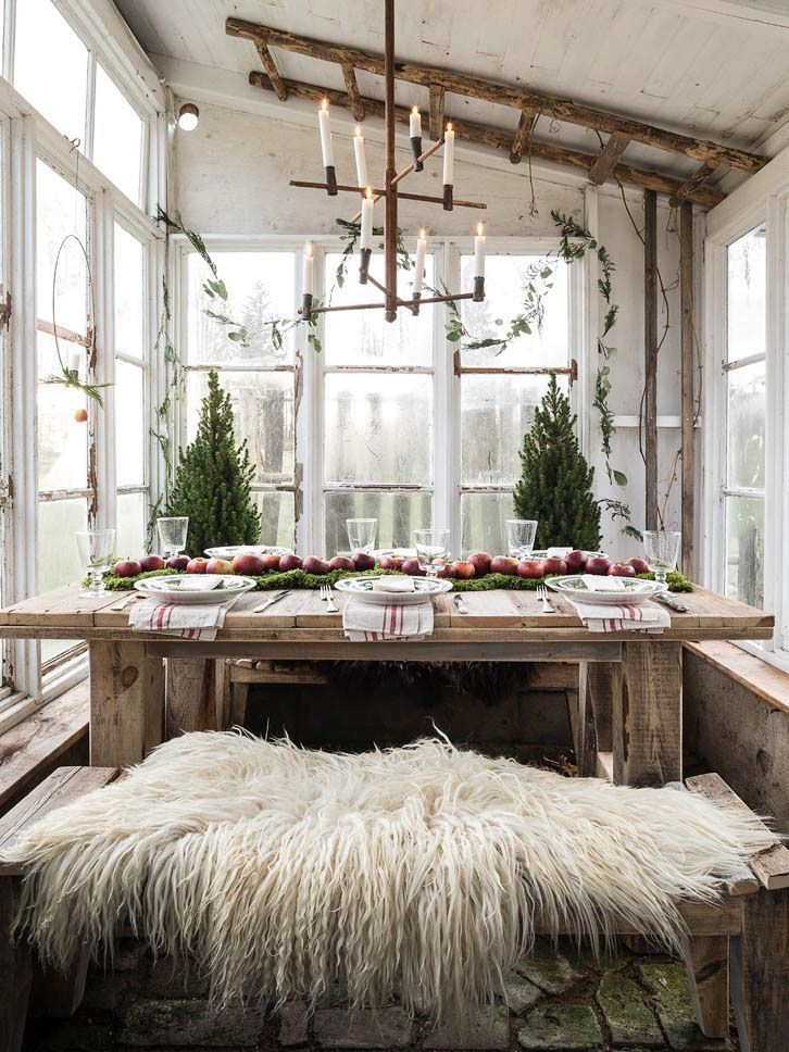 Scandi Outdoor Christmas Dining Room Decor with a Rustic Feel via annatruelsen
