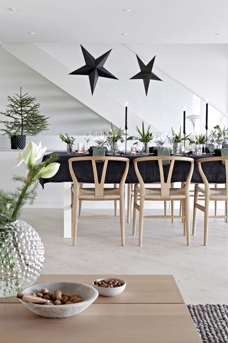 Image of: 25 Scandinavian Christmas Dining Room Decor Ideas
