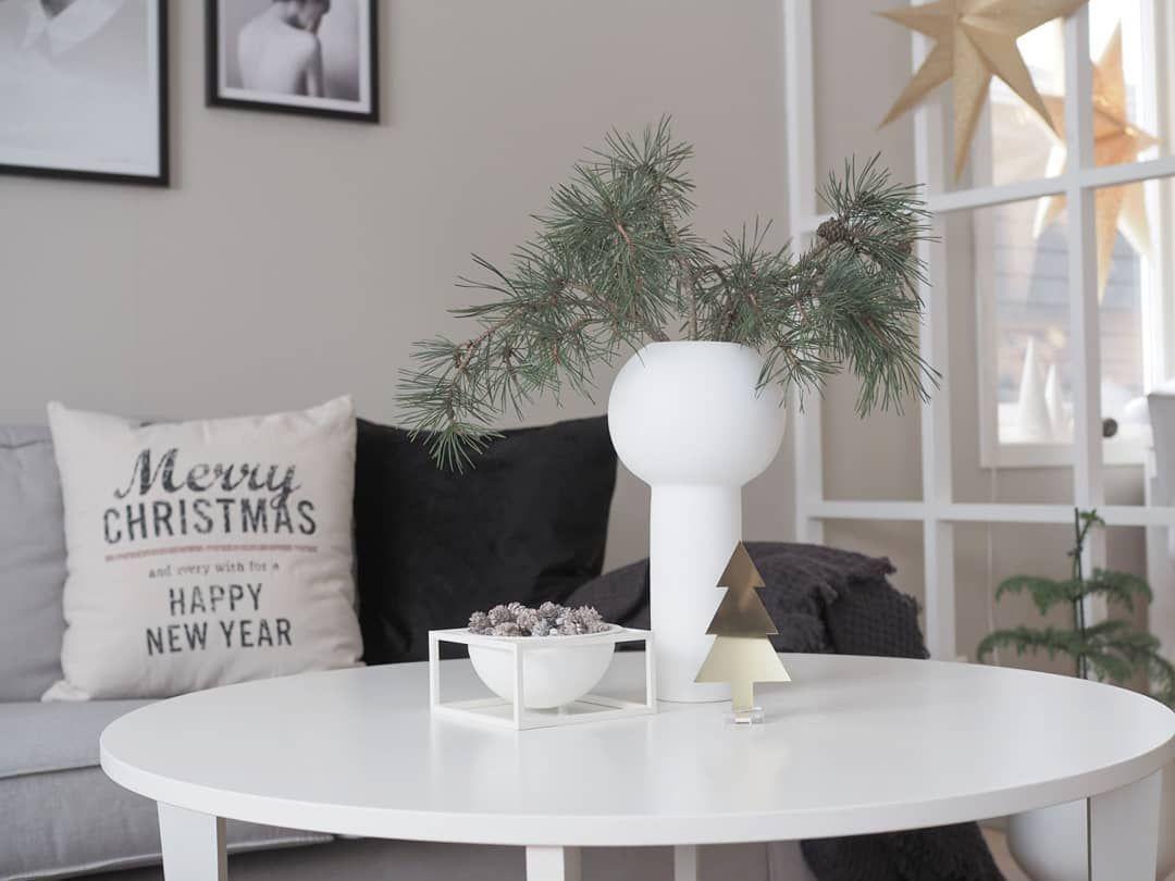 Scandinavian Christmas Coffee Table Decor via @maikristinkolstad