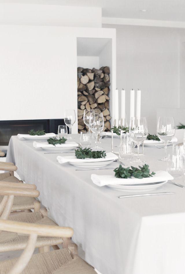 Scandinavian Christmas Dining Room via stylizimoblog