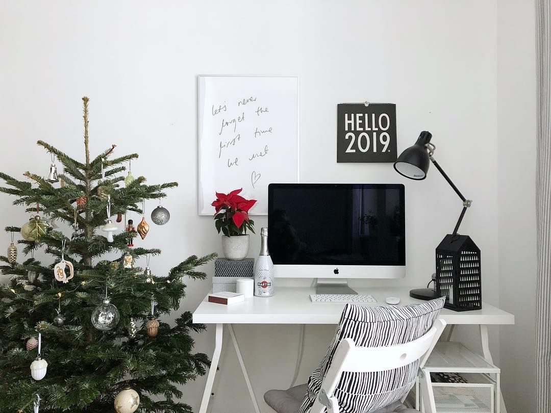 Scandinavian Christmas Home Office Decor via @juja144