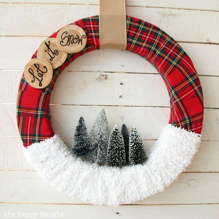 DIY Let it Snow Christmas Wreath via thehappyhousie