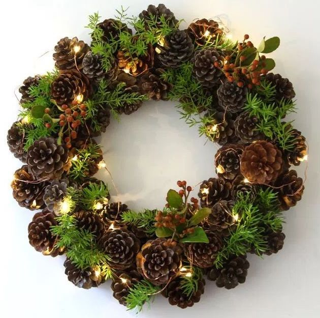 DIY Pinecone Wreath via remodelaholic