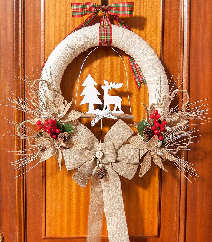 DIY Rustic Burlap Christmas Wreath via thecraftingnook