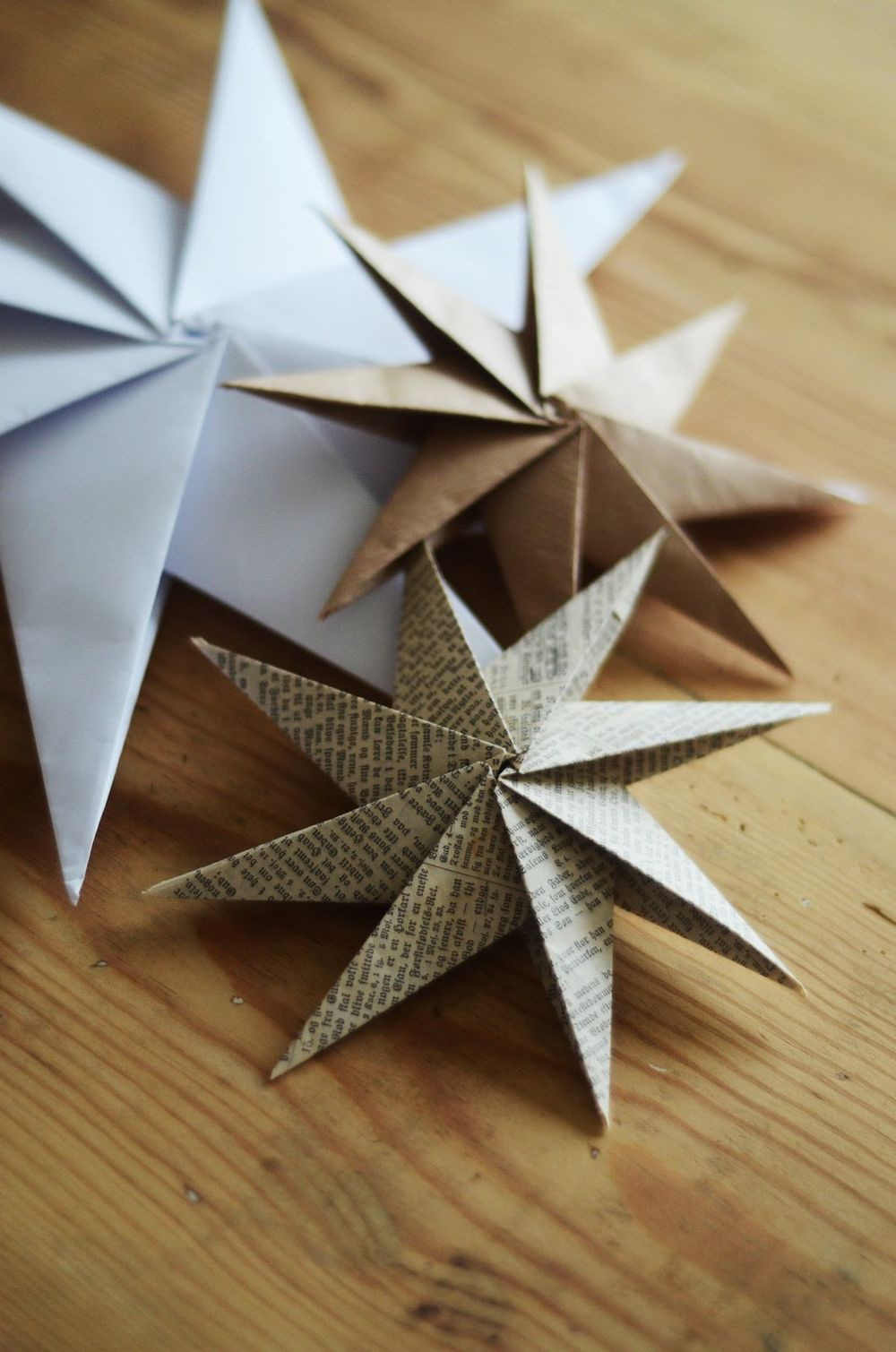 DIY Scandi Paper Stars via HomebyLinn - DIY Scandinavian Christmas Decorations