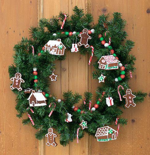 DIY Sweet Holiday Wreath via nourishandnestle