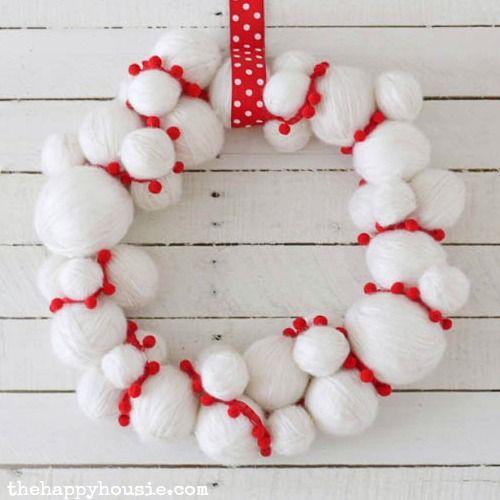 DIY Yarn Snowball Christmas Wreath via thehappyhousie