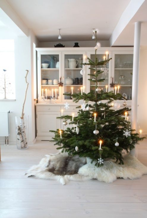 9 Scandinavian Christmas Tree Decor Ideas