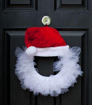 Santa Tulle Wreath DIY via babyrabies