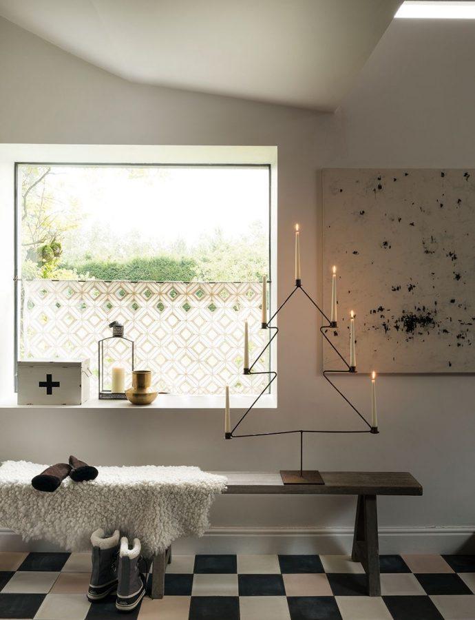 7 Scandinavian Christmas Entryway Decor Ideas