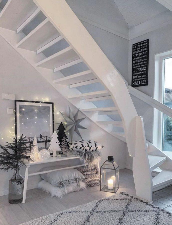 15 Scandinavian Christmas Staircase Decor Ideas