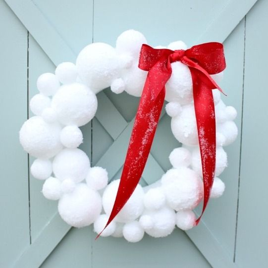 Snowball Wreath with Red Ribbon DIY via daisymaebelle